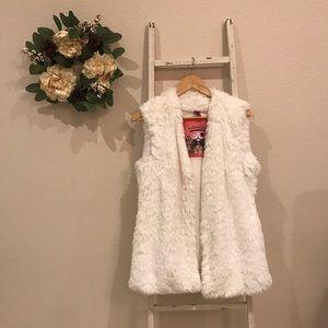 [Collection] White Fur Vest